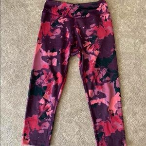 EUC Beyond Yoga Capri Leggings- Small